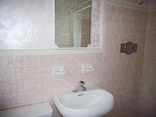 pink-speckled-tile-bathroom