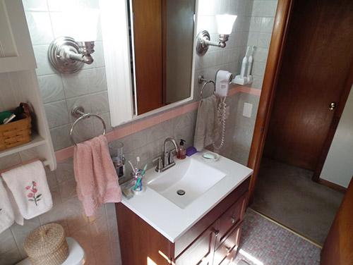 pink-and-grey-retro-plastic-tiled-bathroom