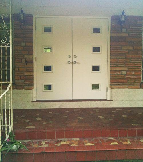 Barbra installs mid century style front doors from therma - Mid century front door ...