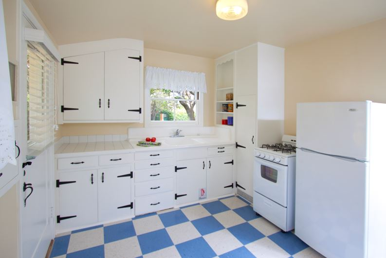 Timeless Retro Cottage Kitchen Design Ideas And Other