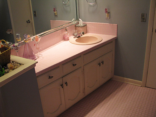 retro-pink-bath-vanity