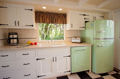 Harmonizing midcentury modern paint colors ashley wants for Early american kitchen cabinets