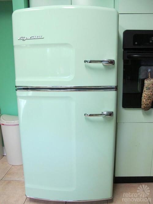 Retro refrigerator 500x666