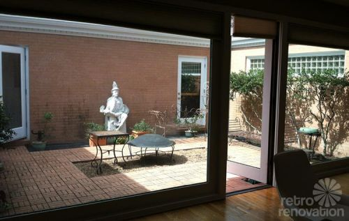 retro-courtyard-mid-century