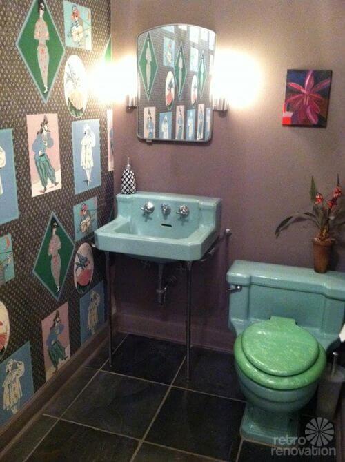 vintage-wallpapered-bathroom