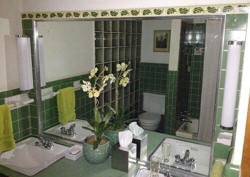 green-and-white-vintage-bathroom