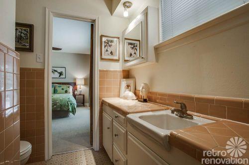 mid-century-tan-ceramic-tile-bathroom