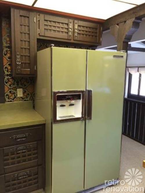 retro-70s-avocado-refrigerator