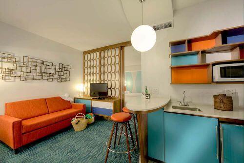 retro-hotel-room