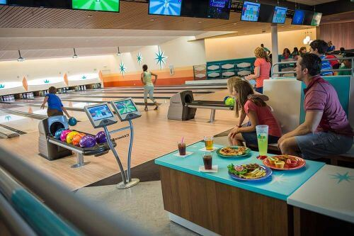 retro-style-bowling-alley