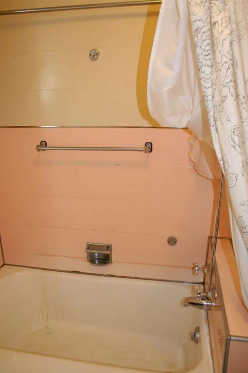 vintage-pink-paneled-tub