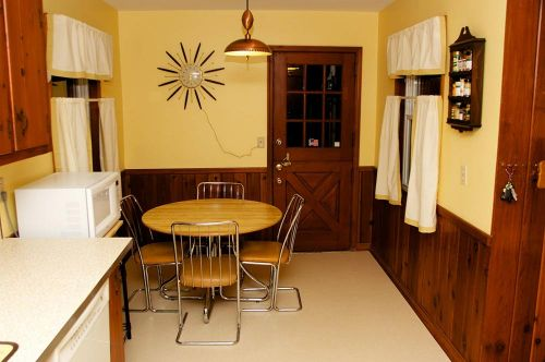 yellow-midcentury-kitchen