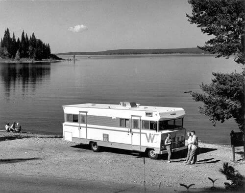 midcentury-winnebago-camper