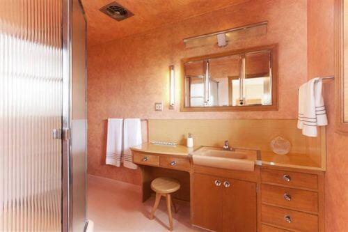 vintage-pink-bathroom