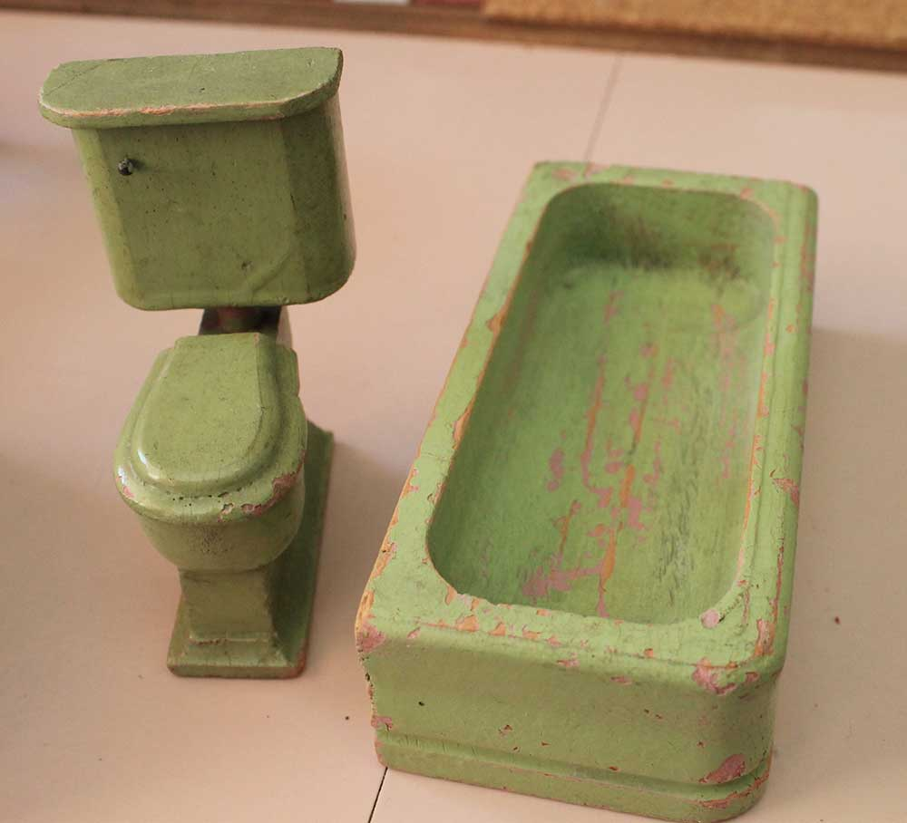 A Vintage Pink Bathroom For The Dollhouse Including World Of Tile Mini Mosaic Tile Retro