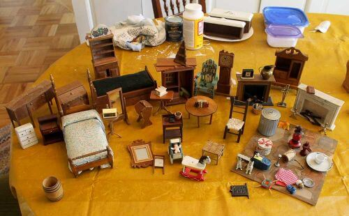 And... the smaller scale furniture -- no question, 1:12 -- that came with the dollhouse.