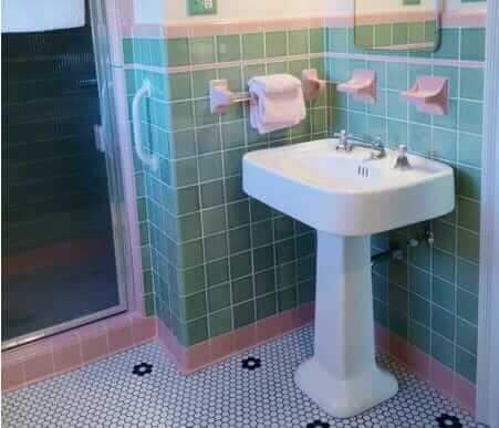 green-pink-bathroom