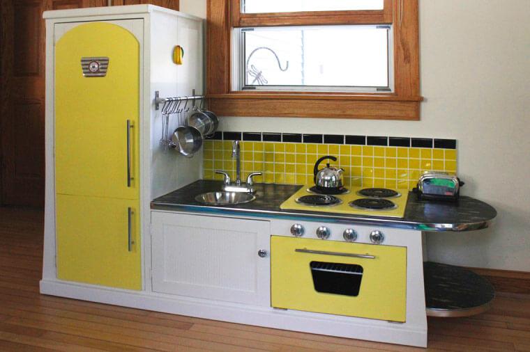 Emily Transforms An Old Tv Entertainment Center Into An Adorable Play Kitchen Retro Renovation