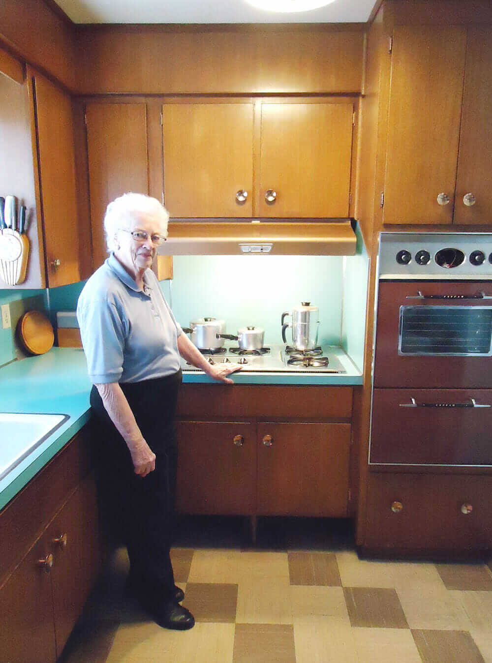 Uncategorized Kitchen Appliances Calgary 58 years in the same 1958 kitchen judys mom doreens midcentury kitchen