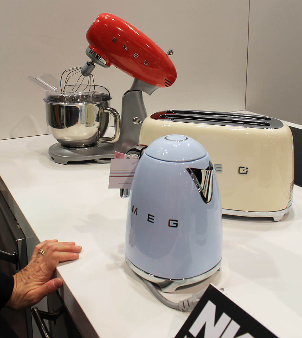 small kitchen appliances from smeg with retro style and color