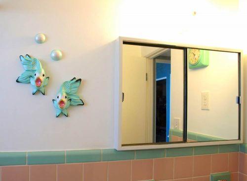 vintage-bathroom-fish