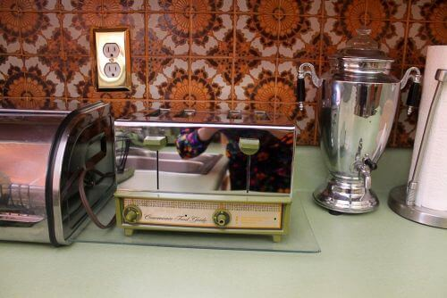 vintage-toaster-avocado