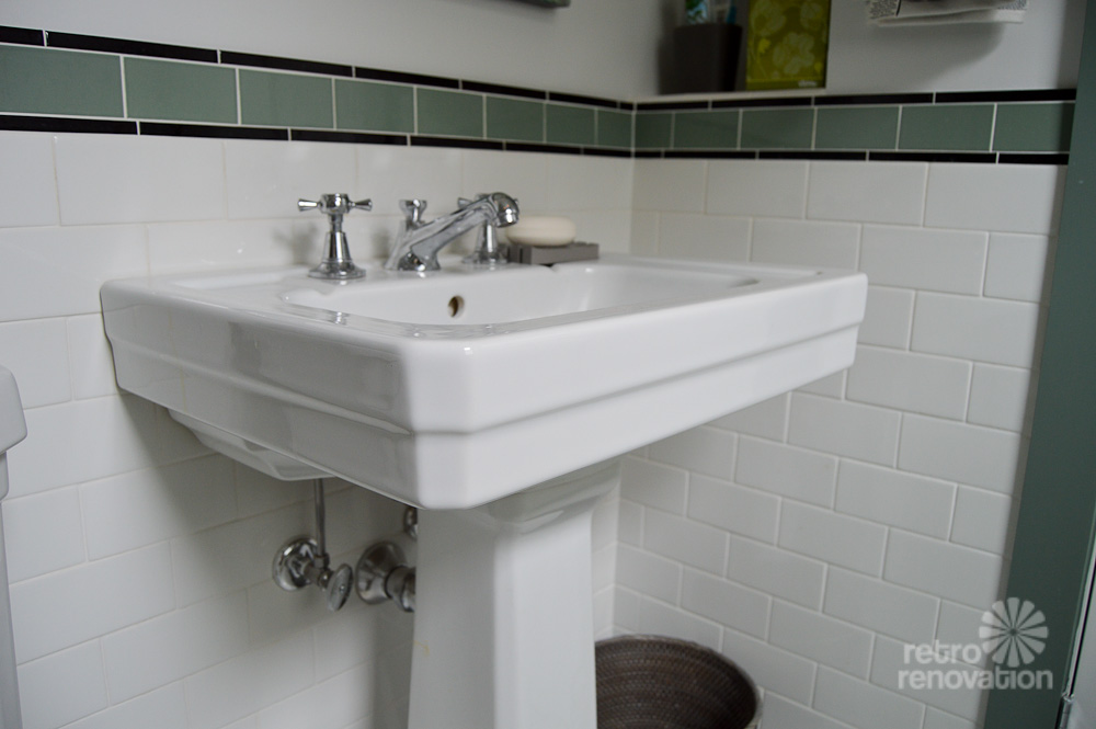 Amy's 1930s bathroom remodel - clic and elegant - Retro Renovation on bathroom tile designs from 1930, decorating styles 1930 s, tile desgins 1930 s,