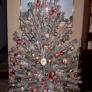 tinsel-tree-c2b949c91b4f8a081a9582030f6cecbcab0fd90b
