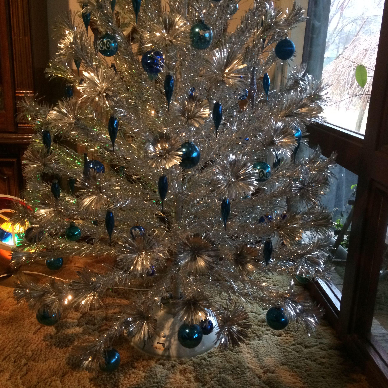 Silver Tinsel Christmas Tree With Color Wheel: Tinselmania: 221 Vintage Aluminum Christmas Trees