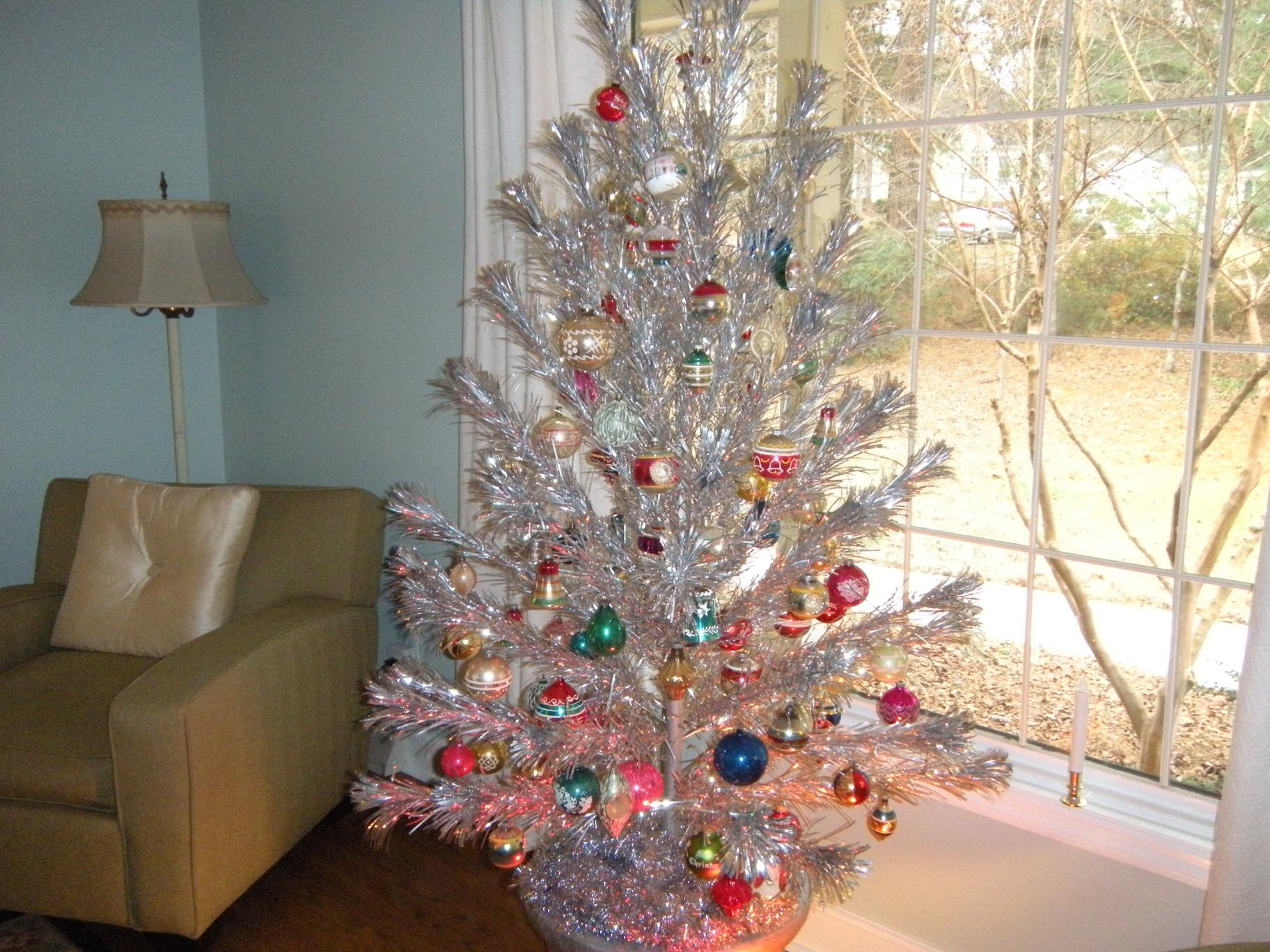 Tinselmania: 73 Vintage Aluminum Christmas Trees