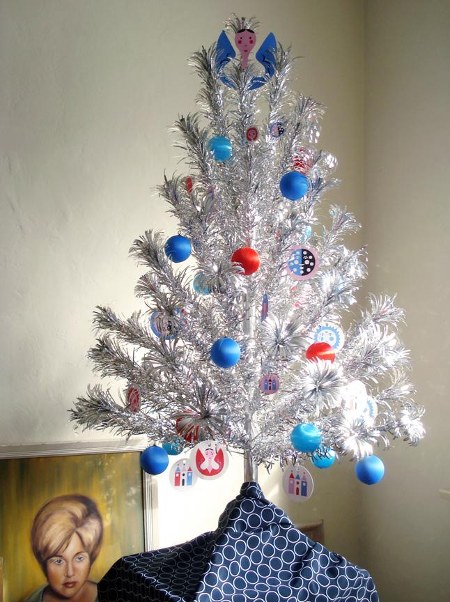 Tinselmania: 73 vintage aluminum Christmas trees - Retro ...