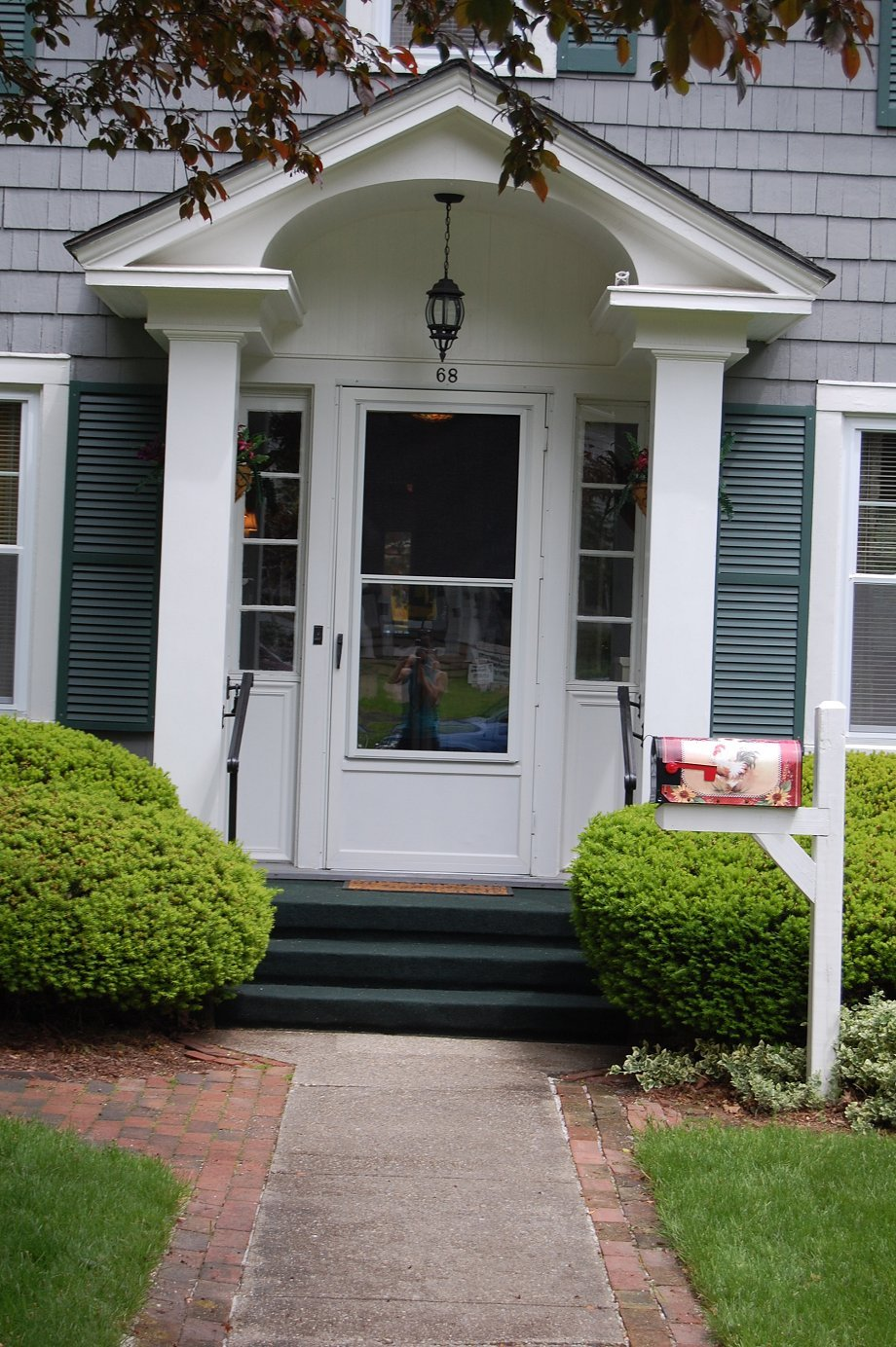38 pretty front doors upload a photo of your front door for Front doors for colonial homes