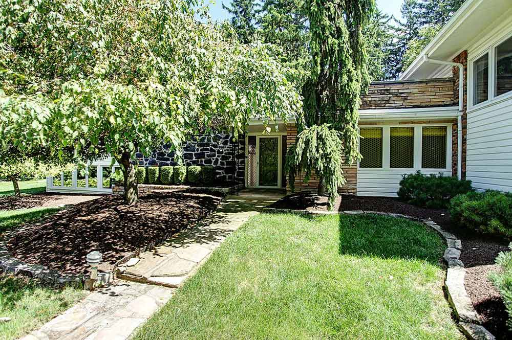 Split Level House Backyard | Zion Modern House on Split Level Backyard Ideas id=71868