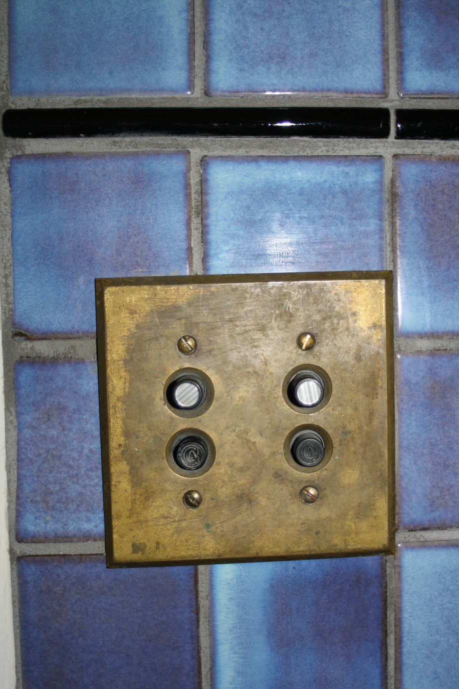 Retro push button light switch