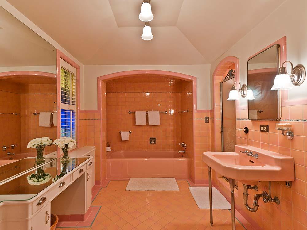 Vintage Bathrooms: Five Vintage Pastel Bathrooms In This Lovely 1942 Capsule