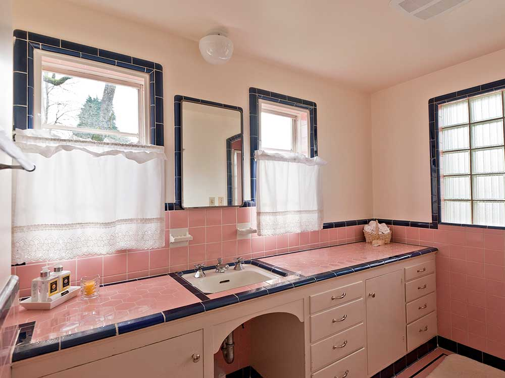Pink And Black Vintage Bathroom 1940s Ceramic Tile