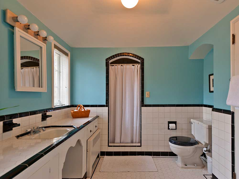 Five vintage pastel bathrooms in this lovely 1942 capsule for Bathroom design 1930 s home