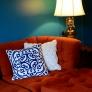 alicias-vintage-couch-and-lamp-9e538e074ce49c37ea94b836f40844739a3361ca