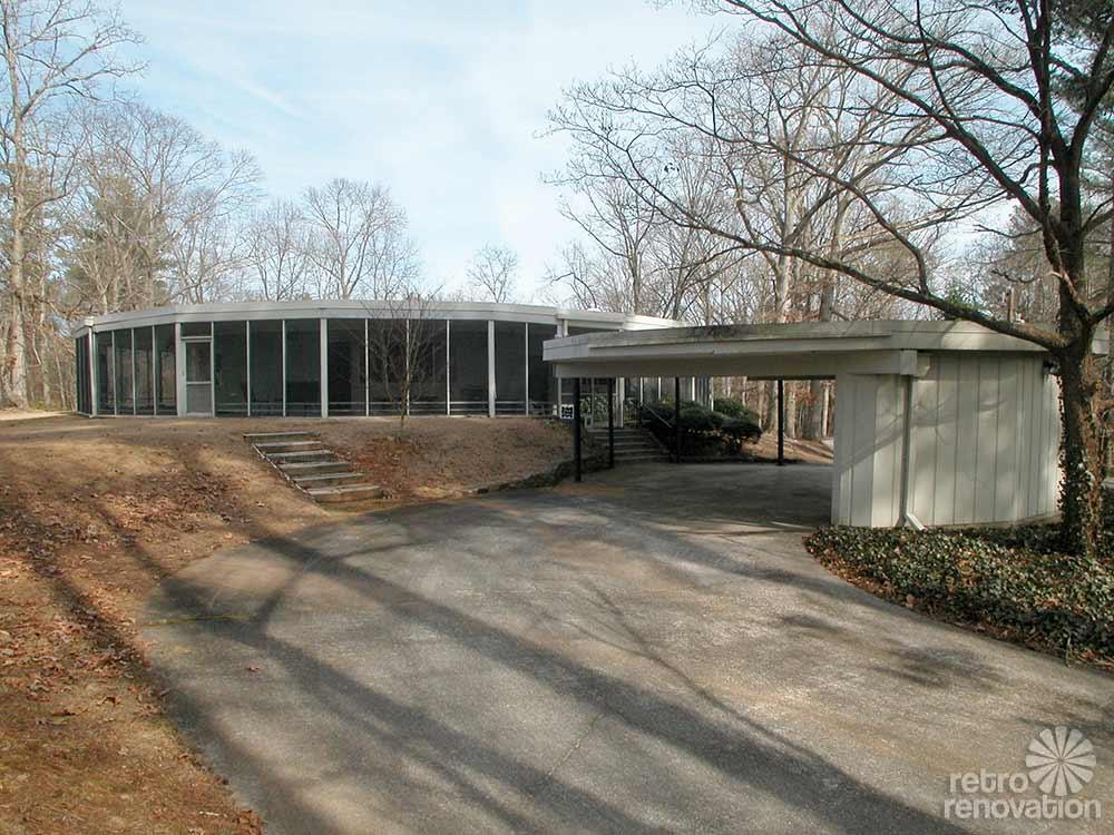 House Exterior: 1965 Round House With 360 Degree Wrap Around Screen Porch