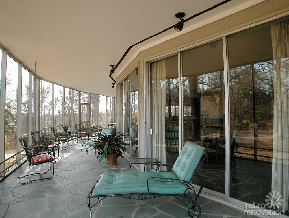 1965 Round House With 360 Degree Wrap Around Screen Porch