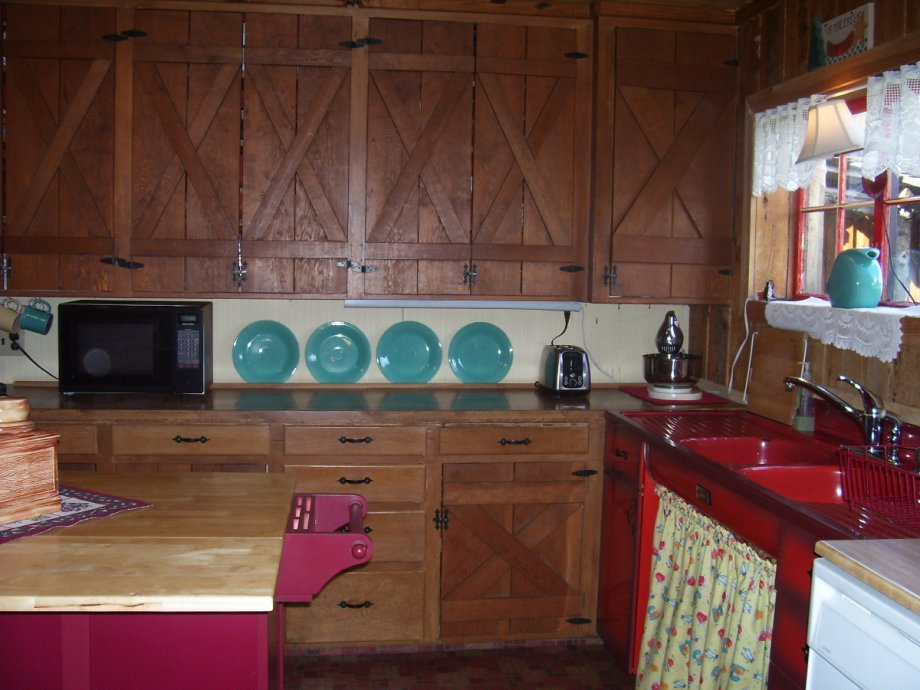 Help sara add retro flair to her country kitchen retro - Country kitchen cabinets ideas ...