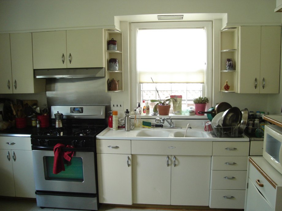 The seven month saga of susan 39 s steel kitchen and her tip for Metal kitchen cabinets