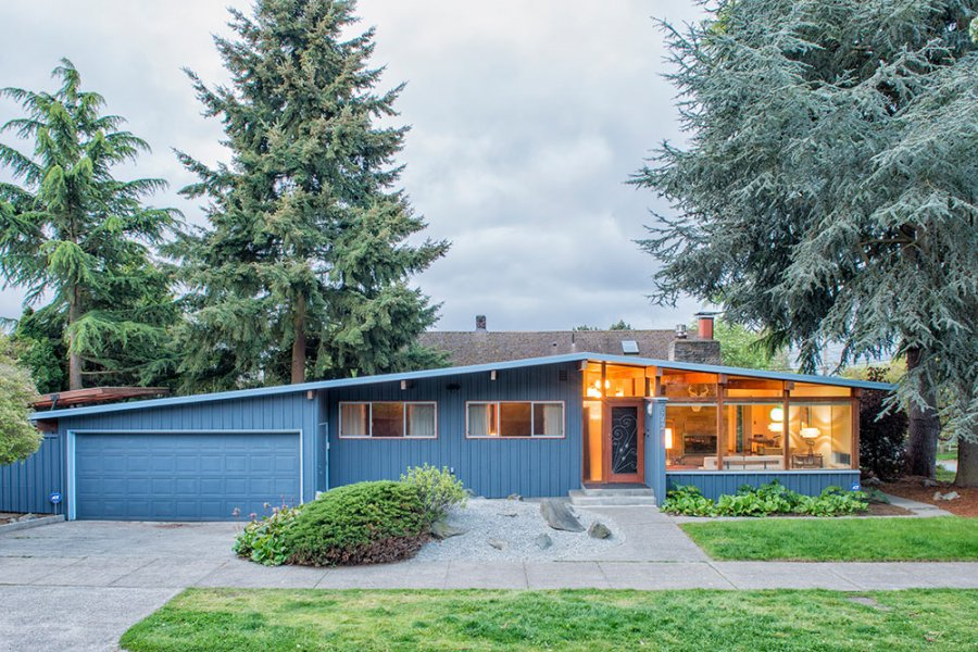 Tammy sells her midcentury house to travel america by camper for Building a mid century modern home