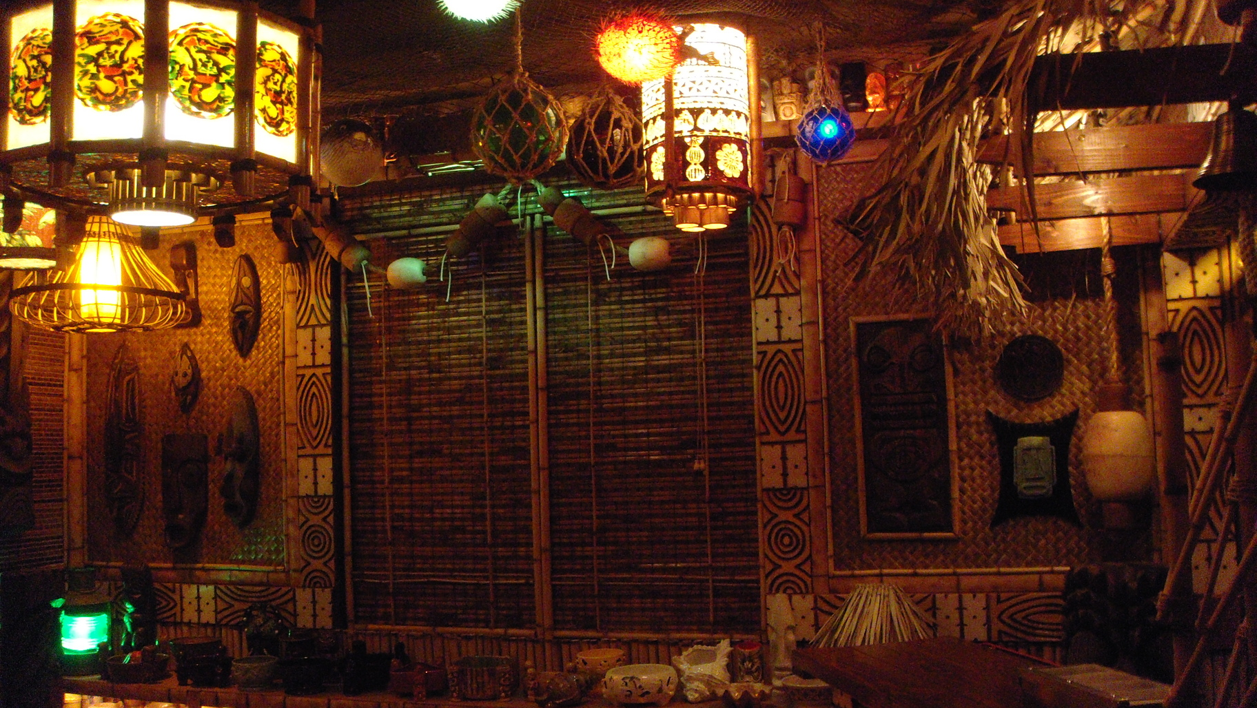 Tiki bar decor at home readers photos of their tiki style for Lounge designs
