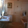 hillwood-pink-bathroom