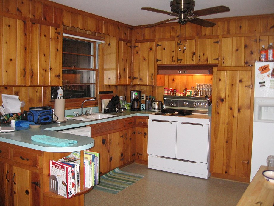 Decorating ideas for tracy 39 s knotty pine kitchen readers for Kitchen cabinets 50 style