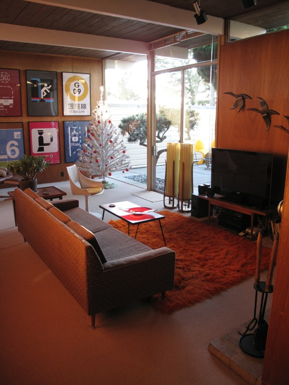 Troy rearranges his collections in his new eichler ranch house retro renovation for Modern decor for living room
