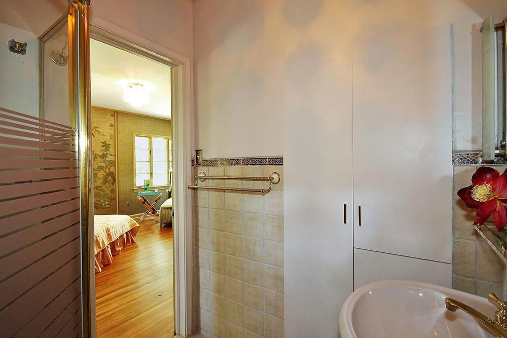 Popular vintage bathroom