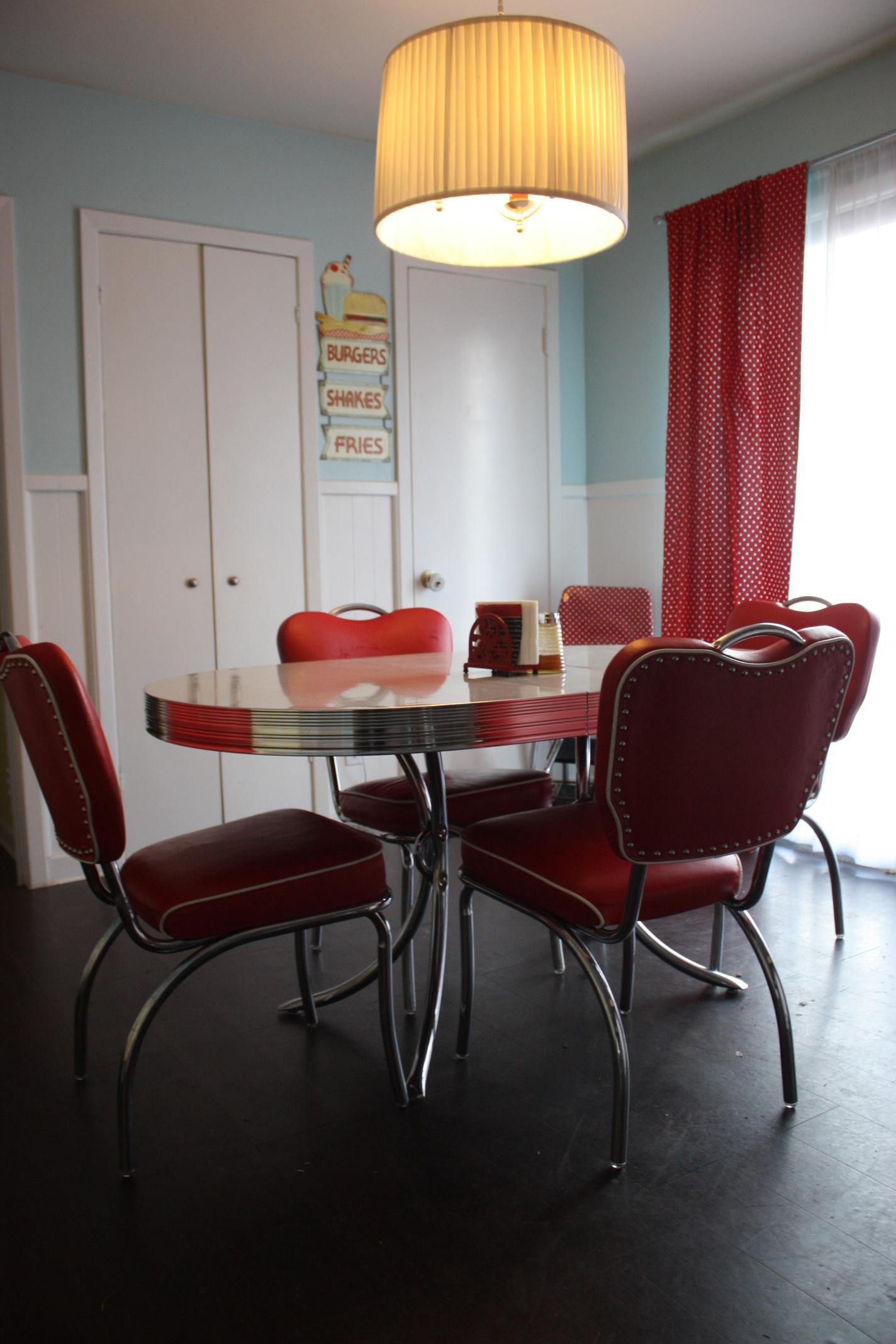 a 004 2091d7ca0eb57866e5f9a1e8de9f7754c764ee1a. Black Bedroom Furniture Sets. Home Design Ideas