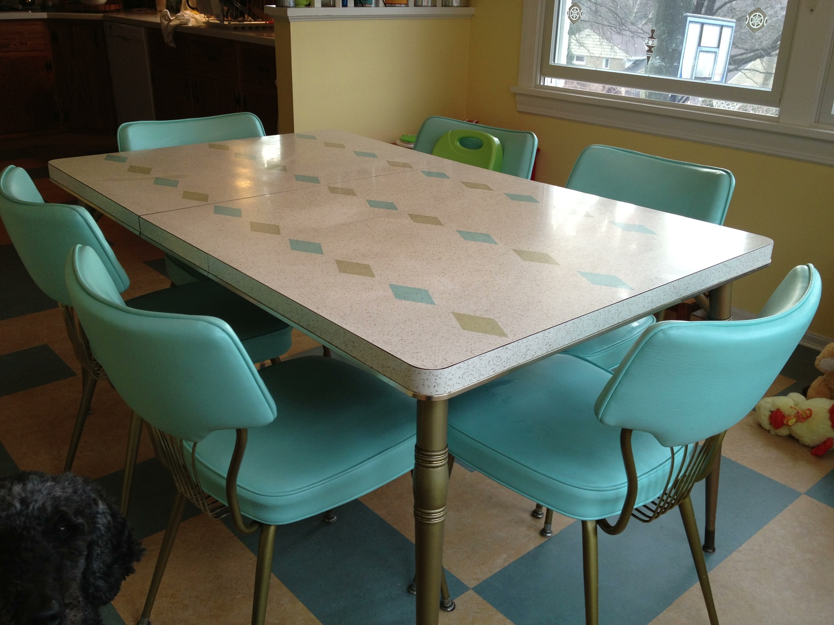 slide show dinette sets in readers kitchens